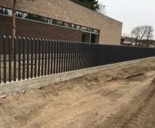Metalinių strypų tvora